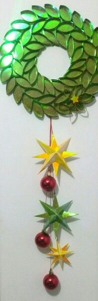 Corona de de navidad en papel.