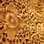 Di Indonesia ada banyak jenis kayu untuk membuat handmade, dan masing-masing punya tekstur, serat, berat, keawetan, dan tentu harga yang berbeda.