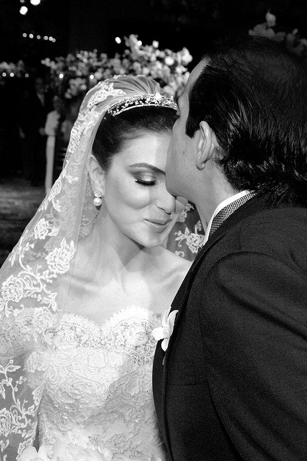 Meline é descendente de armênios e Cássio é libanês, por isso, eles tiveram uma cerimônia armênia cheia de significado, com direito à coroa que representa
