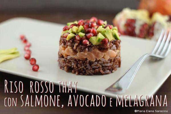 Riso rosso thay con salmone, avocado e malagrana.