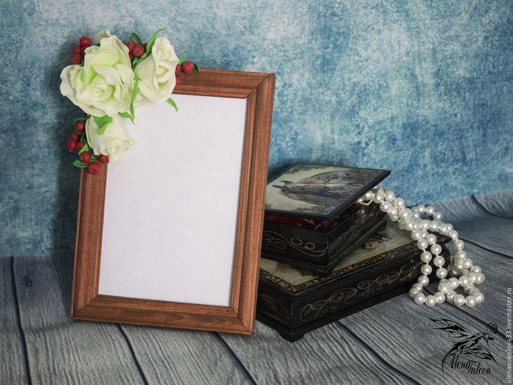 Купить Рамка для фото белые розы и брусника подарок 8 марта - рамка, рамка для фото