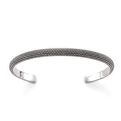 THOMAS SABO bangle from the Sterling Silver Collection. Countless spherical elevations characterise the unique structure of the Kathmandu bangle, creating a visual and tactile highlight for the wrist. [Artikeltabelle]Category:Bangle Material:925 Sterling silver, blackened Measurements:Width ca. 0,5 cm (0,18 Inch) Itemnumber:AR081-637-12[/Artikeltabelle]