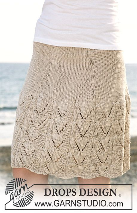 """Knitted DROPS skirt with lace pattern in """"Muskat"""". Size S - XXXL. ~ DROPS Design"""