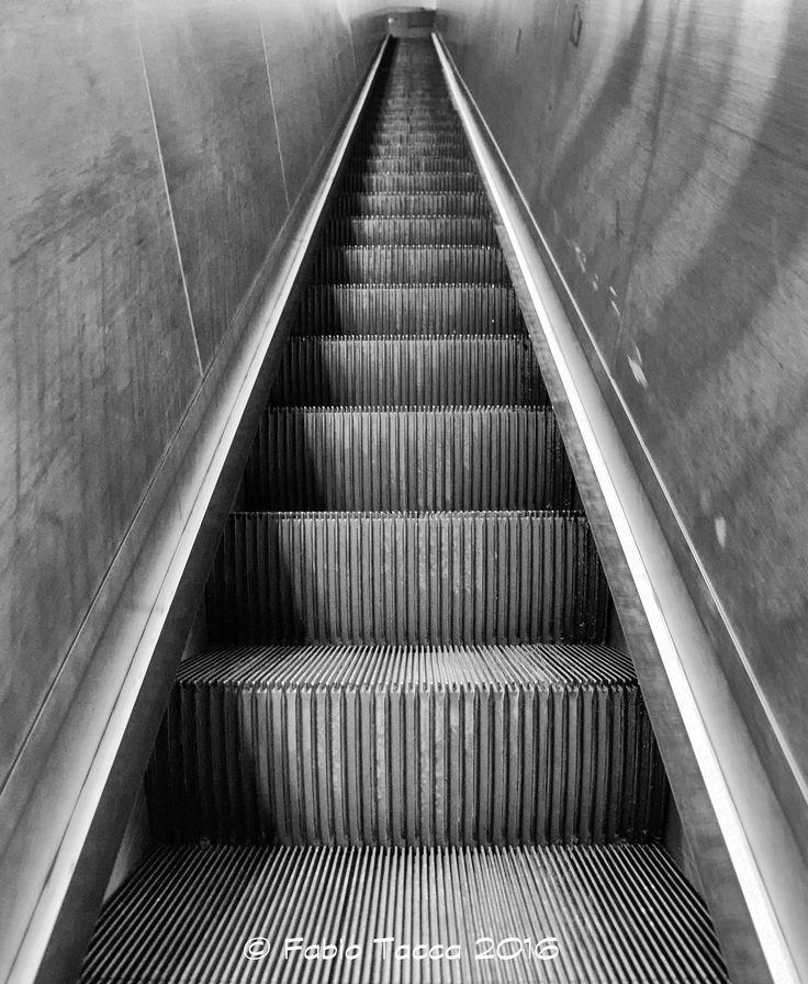 "https://flic.kr/p/JDMo56   escalator   Scala mobile modello ""estate 2016"" Metro Roma"