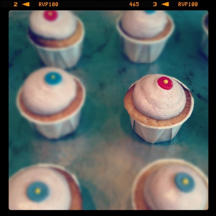 Vanilla raspberry buttercream cupcakes by Yvette bakt...