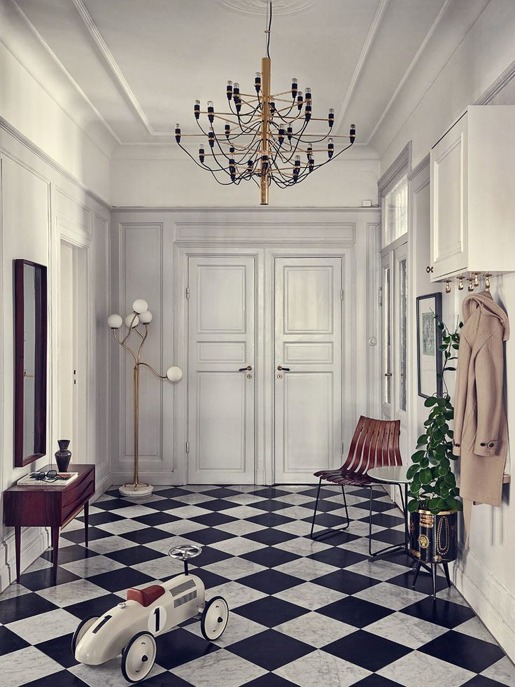 Love the hallway entrance of this palatial home of a Stockholm stylist - my scandinavian home