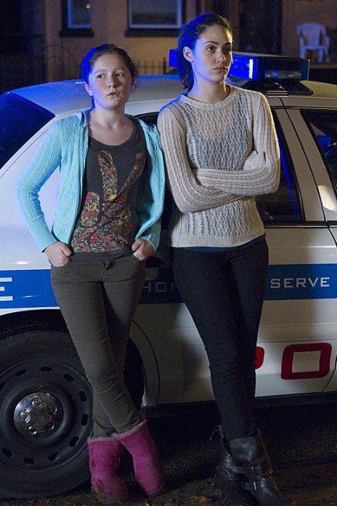Still of Emmy Rossum and Emma Kenney in Shameless (2011)