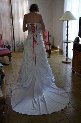 Robe de mariée corset, jupe bouillonnée, traîne www.portez-vos-idees.com