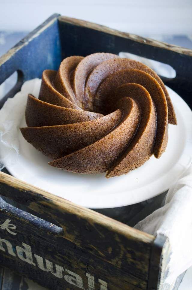 My favorite recipe for moist ginger bundt cake with cloves, ginger and cinnamon. The recipe is from my great grandmother Agda.  Mitt bästa recept på en riktigt saftig mjuk pepparkaka. Receptet kommer från min gammelmormor Agda.