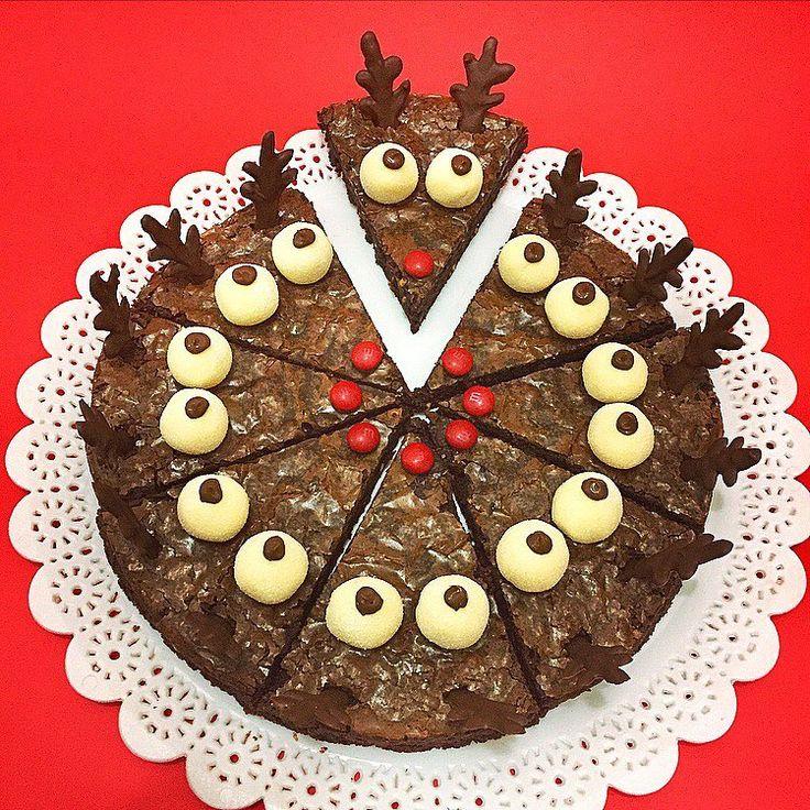 Dando inicio às nossas delícias natalinas, essa lindeza de brownie e suas renas fofas com brigadeiros de ninho com nutella!!🎄🎅🎁 ⠀Já imaginou o sucesso que esse brownie vai fazer na sua ceia de Natal! Encomende logo o seu!⠀ ⠀ ⠀Encomendas pelo whatsapp (21) 99992-0255 até o dia 16/12.⠀ ⠀Retirada em Botafogo. ⠀ ⠀ ⠀  ____________________________ ⠀ #madoudedelice #brownie #natal #christmas #brownienatalino #ceiadenatal #natal2016 #brigadeirobelga #love #chocolovers #chocolatelover…