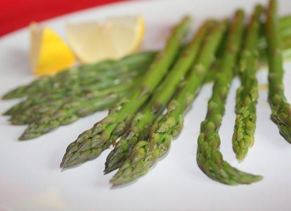 Gotowanie szparagów - przepis podstawowy (dieta wegańska)