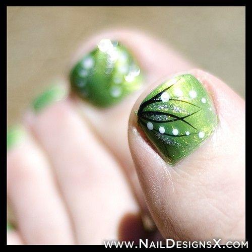 green toe nail art