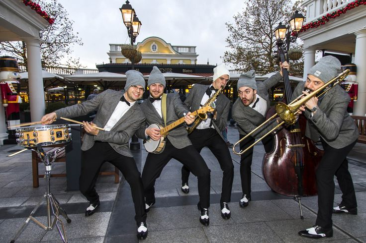 The Sci-Fidelty jazz orchestra are not just funny, they also make the best jazz music. #DesignerOutletParndorf