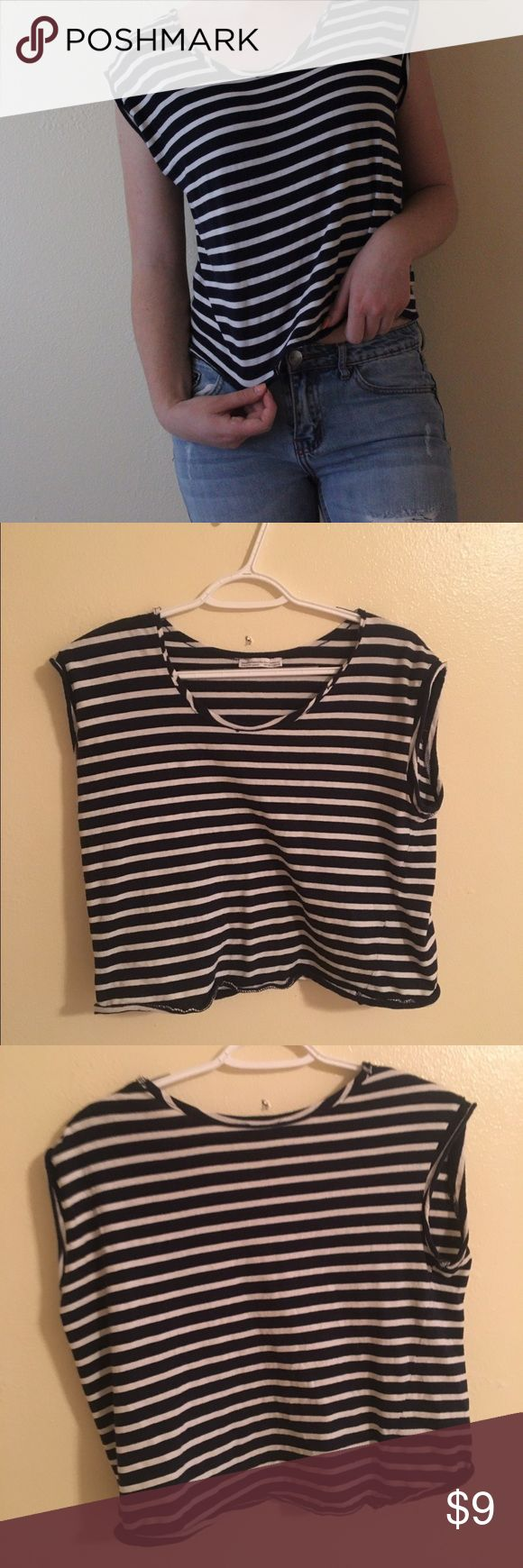 Striped blue and white tee This tee is so soft and is super flowy. It has a rip (as you can see in the fourth picture), but it's not too noticeable. Otherwise, great condition Zara Tops Tees - Short Sleeve