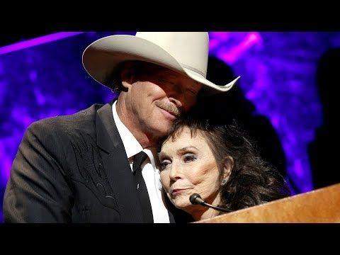 Loretta Lynn Tributes Alan Jackson During Surprise Hall Of Fame