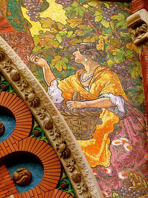 Detalle cerámico en portada del Mercado modernista de Colón - Valencia Spain - ✯ http://www.pinterest.com/PinFantasy/viajes-espa%C3%B1a-en-im%C3%A1genes/
