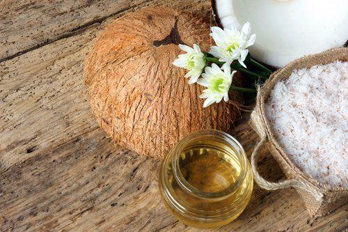 Comment préparer ce traitement de l'huile de noix de coco pour épaissir les cils?