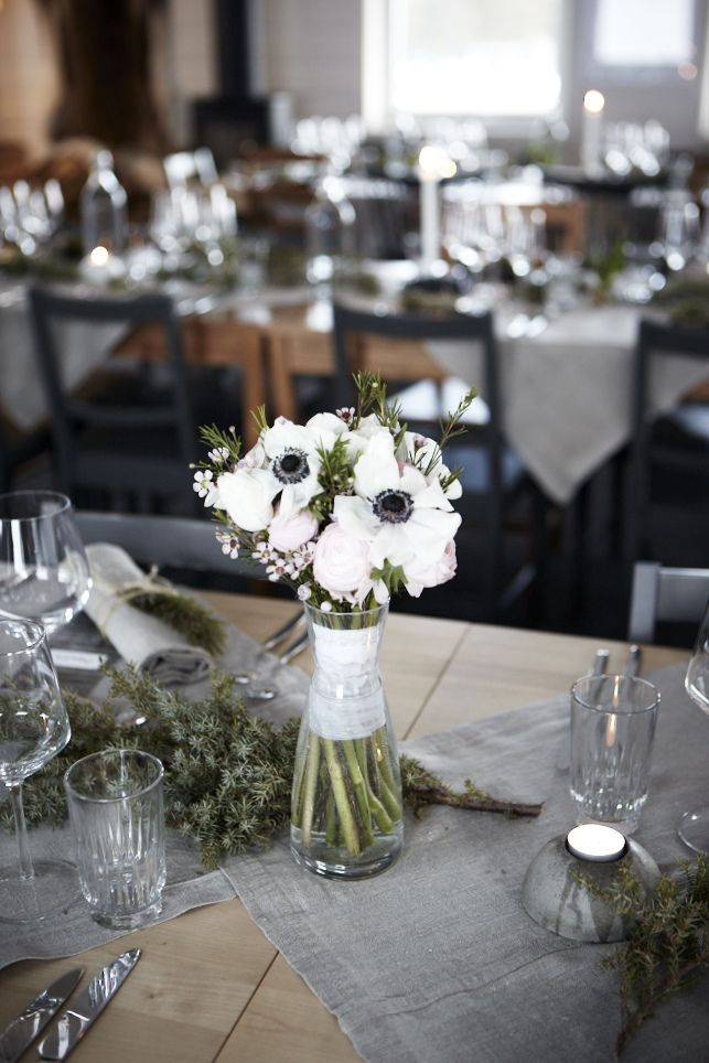 Vit ranunkel fick pryda borden  #flowers #wedding #dinner