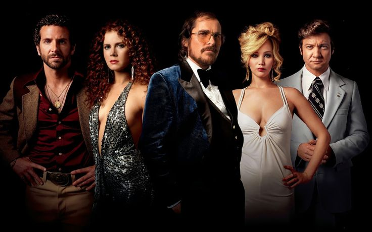 Dirigido por David O. Russell, o suspense conta com nomes de peso no elenco, como Christian Bale, Amy Adams e Jennifer Lawrence