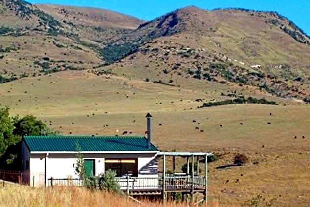 Sunbird Cottage & House Self Catering Cottage in Volksrust, Mpumalanga Click to see more http://www.wheretostay.co.za/sunbirdcottage-self-catering-accommodation-volksrust  Sunbird Cottage and Sunbird House are situation on the farm Glen Athol between Volksrust and Wakkerstroom. We offer a chance to get away from it all on a working farm offering unsurpassed views of the surrounding mountains including the famous battlefields of Majuba.