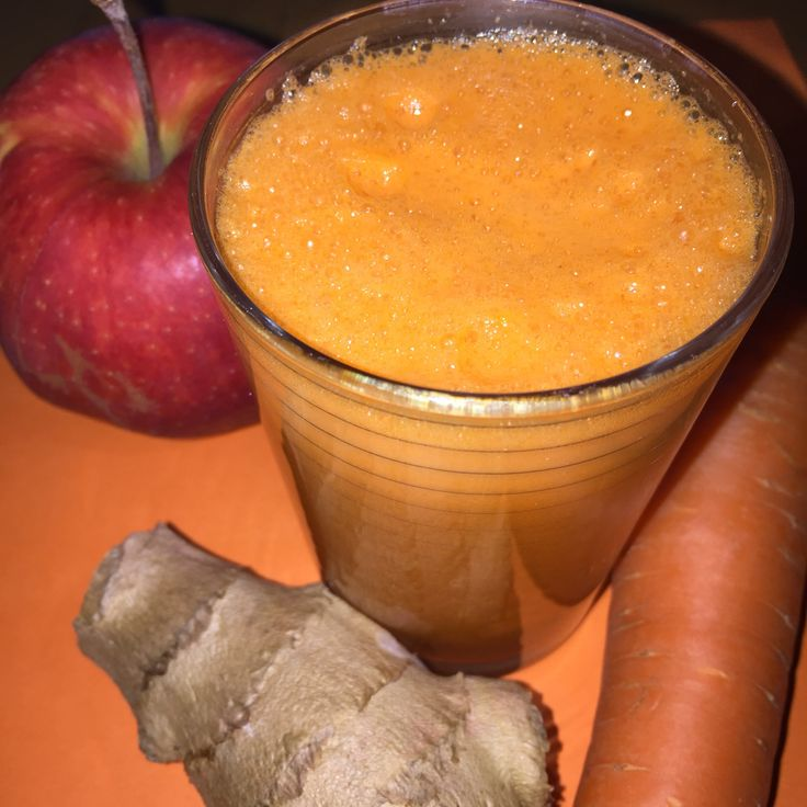 Zum Frühlingsanfang haben wir uns mal eine Vitaminbombe gegönnt und den Entsafter ausgemottet. Dazu haben wir Ingwer, Karotten und Äpfel entsaftet. Schmeckt superlecker!