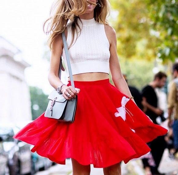 Red skirt outfit | Rode rok | Vrouwonline.nl