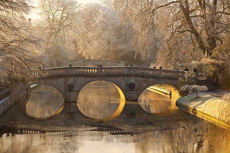 Clare College Bridge. The oldest of Cambridge's current bridges (1640) - Cambridge University