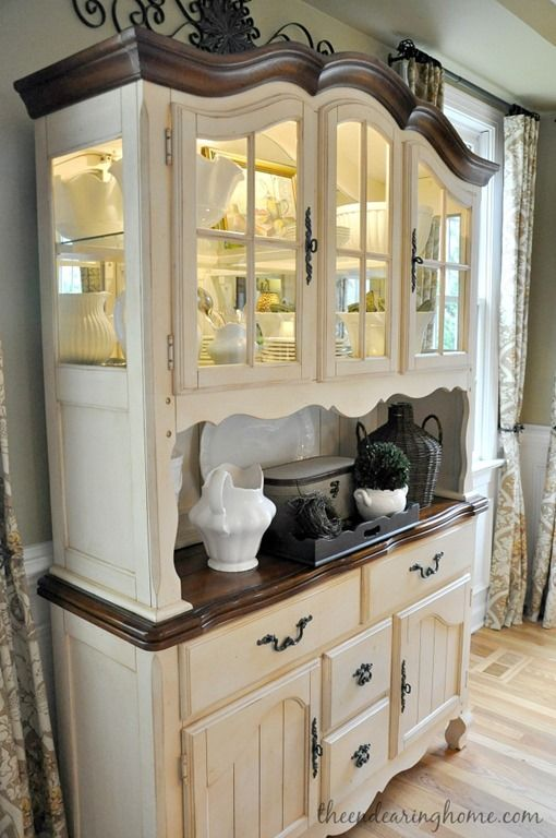 BEAUTIFUL FRENCH COUNTRY CHINA CABINET/HUTCH,CHALK PAINTED.CHERIE