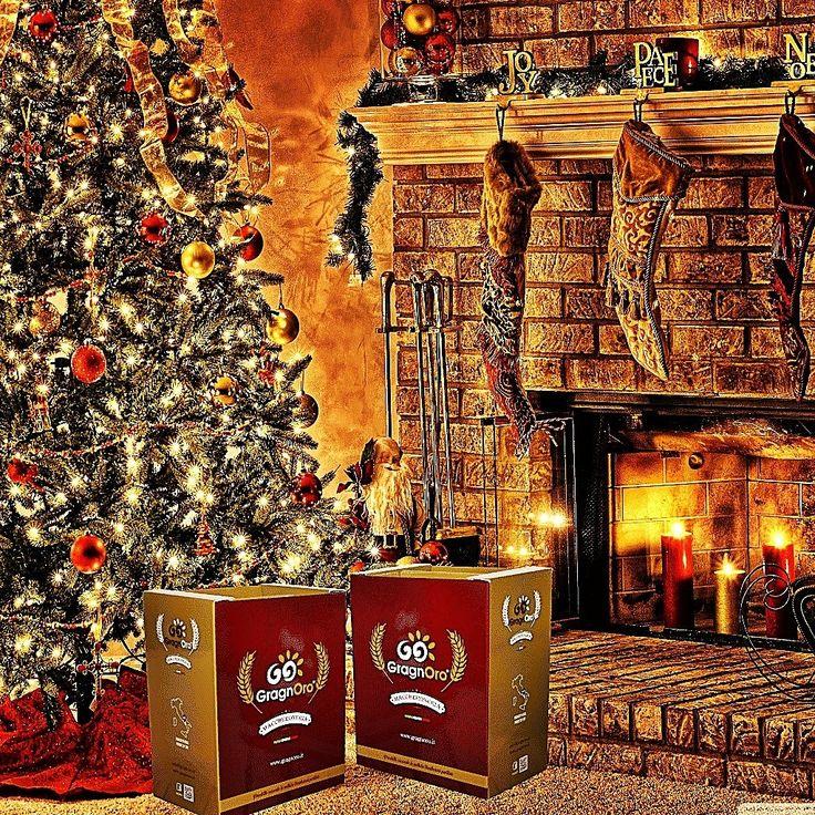 Ci siamo... Natale è vicino...  #pastagragnoro #pasta #natale #natale2017 #idearegalo #idearegalonatale #giftbox #confezioniregalo #pastamista #sottolalbero #valigetta #nataleiscoming #buonnatale   Scrivici per prenotare la tua confezione...  Seguici anche su facebook www.faceboo.com/gragnoro