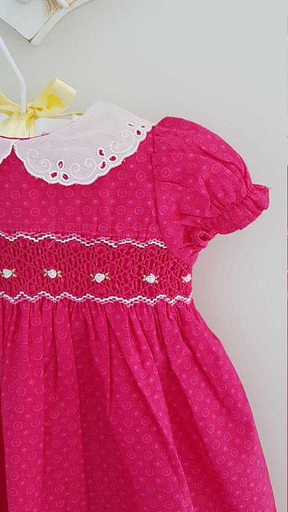 Hermosa mano Smocked Vestido de bebé rosa con bordado