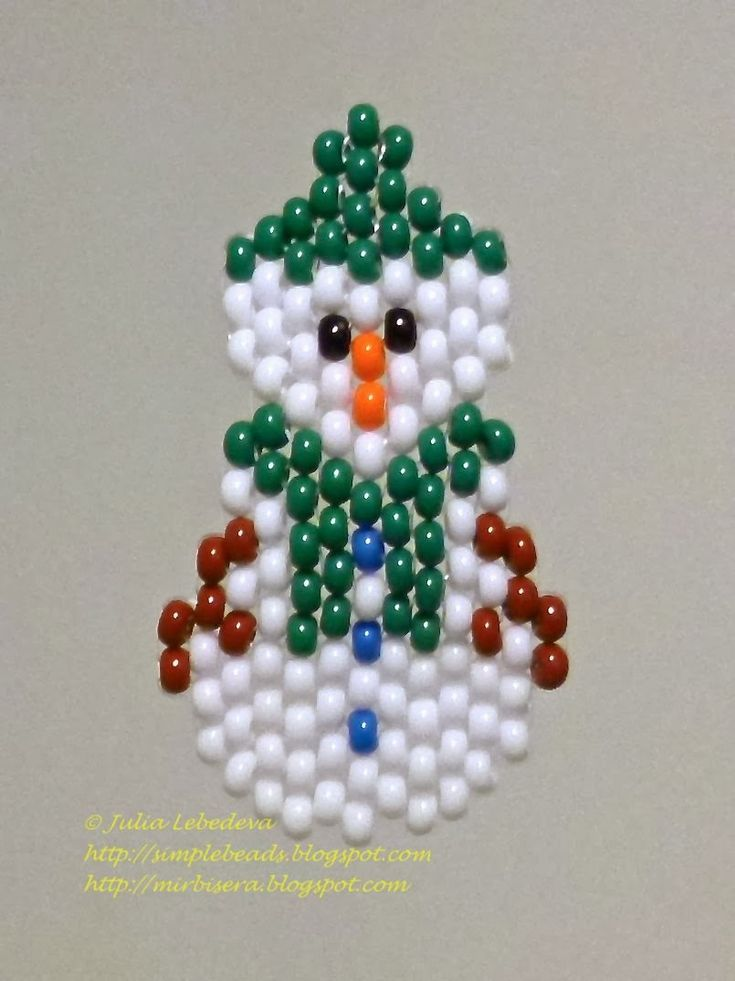 Beaded snowman in the brick stitch beading technique. Free pattern with detailed tutorial.