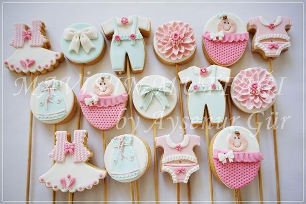 Çubuklu kız bebek kurabiyeleri istenilen temaya uygun şekilde,özenle hazırlandı.