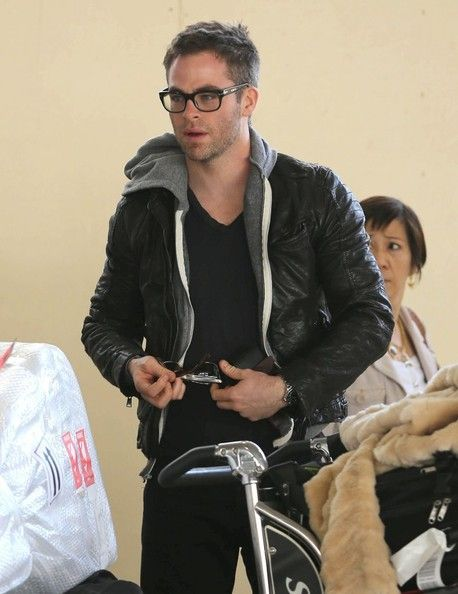 Chris Pine Photo - Chris Pine Arriving On A Flight At LAX