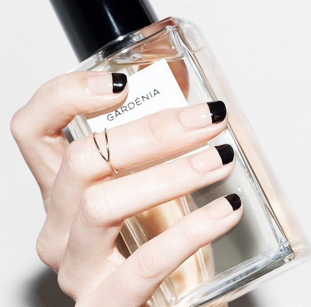 Chanel AW 15/16 nails. Using Chanel nail varnishes in 659 Beige Fur and 219 Black Satin.