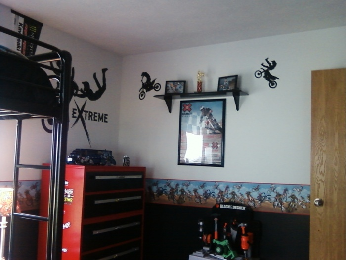 thinking light gray walls  with one checkered wall for Treys room  Add motocross  decor. 17 Best images about Ryan Motocross Room on Pinterest   Motocross