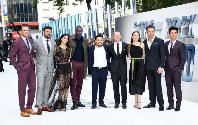 John Cho, Idris Elba, Justin Lin, Simon Pegg, Zachary Quinto, Karl Urban, Sofia Boutella, Chris Pine, and Lydia Wilson at Star Trek: Sem Fronteiras (2016)