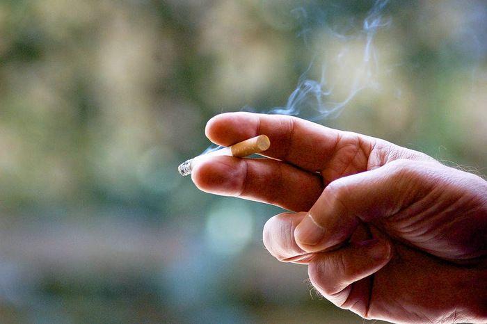 Helsingin kaupungin omistamissa uusissa ja peruskorjatuissa vuokra-asunnoissa kielletään kokonaan tupakointi. Helsingin kaupungin asunnot oy kertoo tiedotteessaan, että tupakointi kielletään jatkossa sekä asunnoissa että parvekkeilla, huoneistopihoilla ja -terasseilla.
