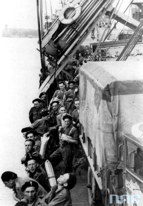 Soldiers of the 1st Armored Division during the crossing of the Channel to Normandy.