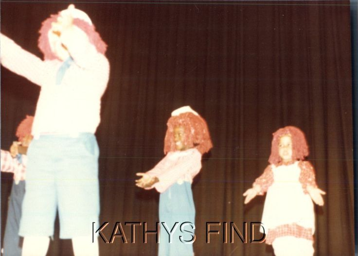 FOUND COLOR PHOTO O_7779 GIRLS IN RAGGEDY ANN COSTUMES
