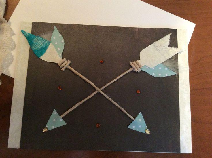 Carte de mariage avec flèches.