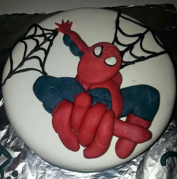 Spider Man en relief.  Molly cake cacao et ganache chocolat