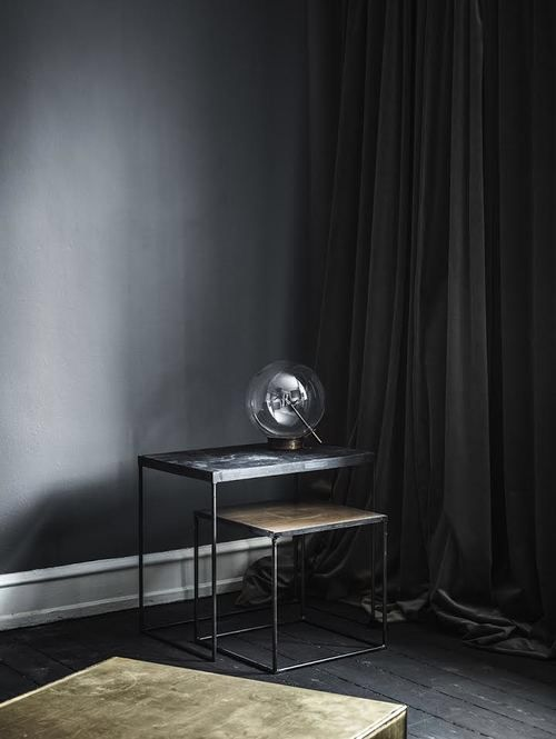 Trendspaning: Danska designmöbler i mörka toner