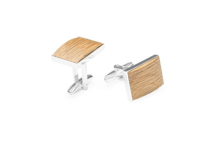 A perfectly ironed shirt, polished shoes and a bespoke suit. You like an absolute perfection and you take great care with everything you do. You are precise and reliable but also uncompromising. You are used to achieving your goals, you never give up. Is your style perfect down to the last detail?  The wooden cufflinks are a suble accessory that underlines your sense of precision.