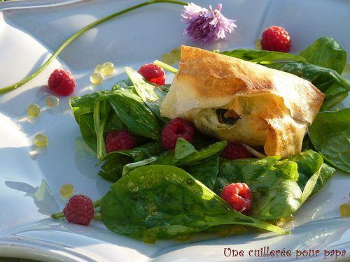 bonnotte de Noirmoutier et bigorneaux en papillotte persillée, salade de pousses d'épinard