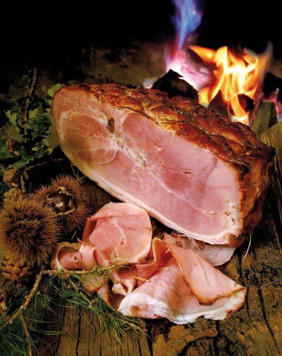 Jambon alla brace di Saint-Oyen: fuoco a legna, vino e miele... solo in Valle d'Aosta!