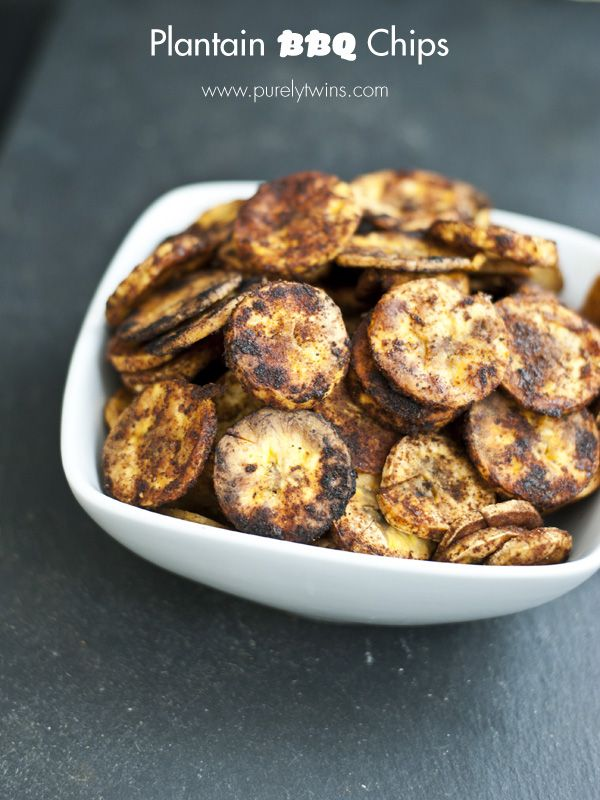 BBQ Plantain Chips - healthy, homemade, baked chips! ||purelytwins.com