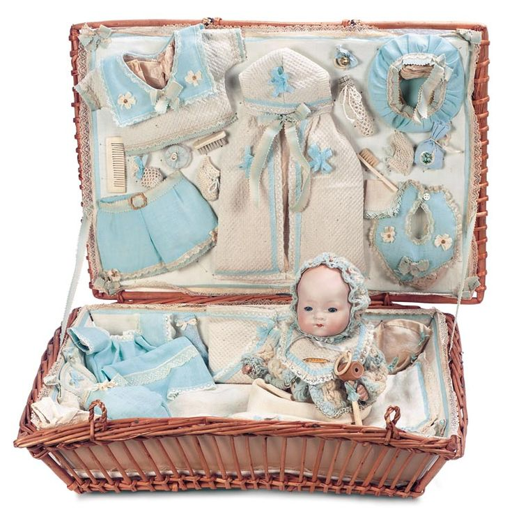 """German Bisque Dream Baby in Layette with Very Extensive Trousseau 10"""" (25 cm.)"""