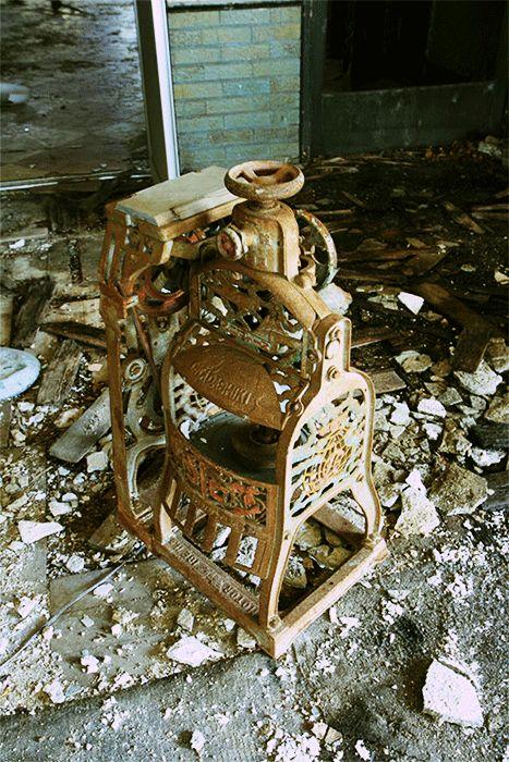 [False 3D] abandoned old ice machine [疑似3D] 摩耶観の製氷機