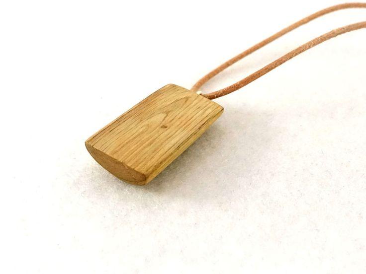 Colliers mi-longs, Pendentif bois, naturel et brut collier cuir est une création orginale de les-boisettes sur DaWanda