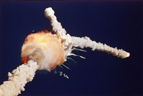 L'explosion de Challenger     L'accident de la navette spatiale américaine Challenger est l'accident astronautique du 28 janvier 1986 qui se traduisit par la désintégration de la navette spatiale de la NASA Challenger 73 secondes après son décollage, provoquant la mort des sept astronautes de l'équipage de la mission STS-51-L